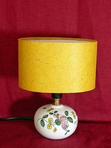 La Mini-lampe au Pois de senteur rose, abat-jour jaune